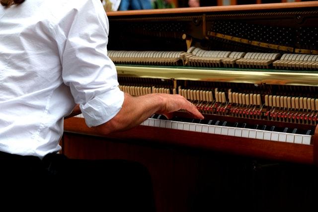 klavier spielen lernen ohne noten klavierunterricht. Black Bedroom Furniture Sets. Home Design Ideas