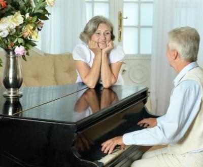 Klavier spielen lernen im Alter