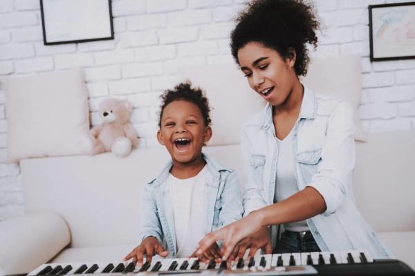 Kinder Klavier motivieren